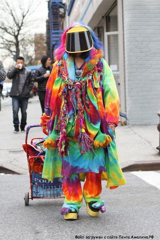 Странно одетые люди